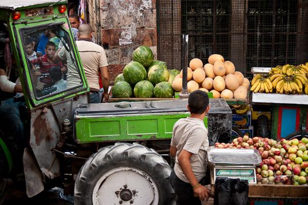 Dzieci pracujące na arabskim targu, czyli suku