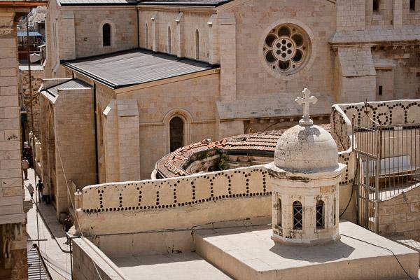 Charakterystyczna architektura Jerozolimy w piaskowym kolorze