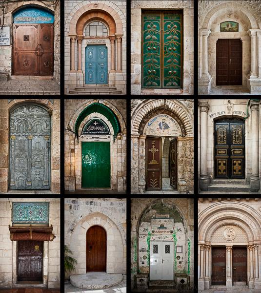 Różnorodne drzwi domów i kościołów w Jerozolimie