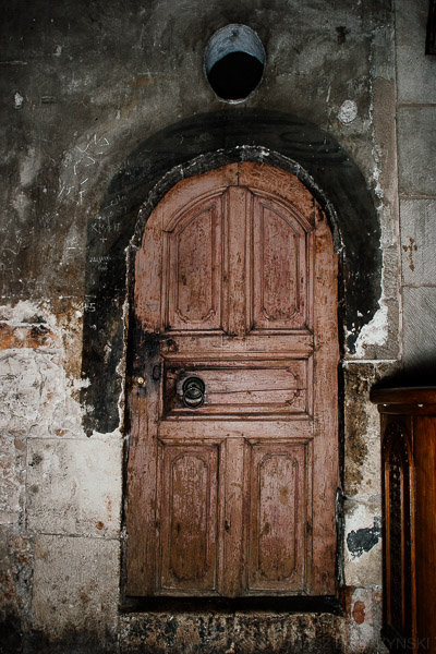 Tajemnicze stare drzwi w Bazylice Świętego Grobu