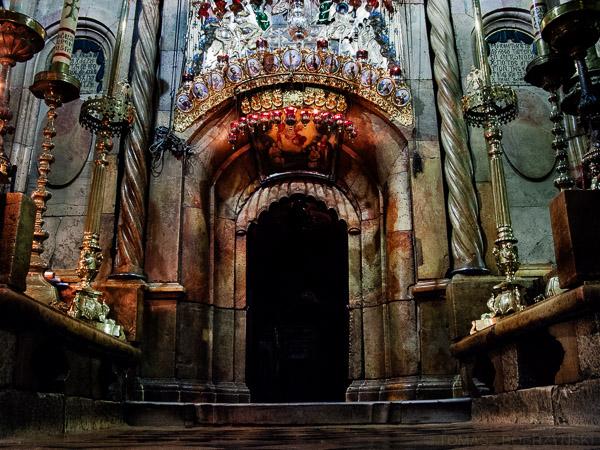 Grób Jezusa - wejście do Grobu Świętego